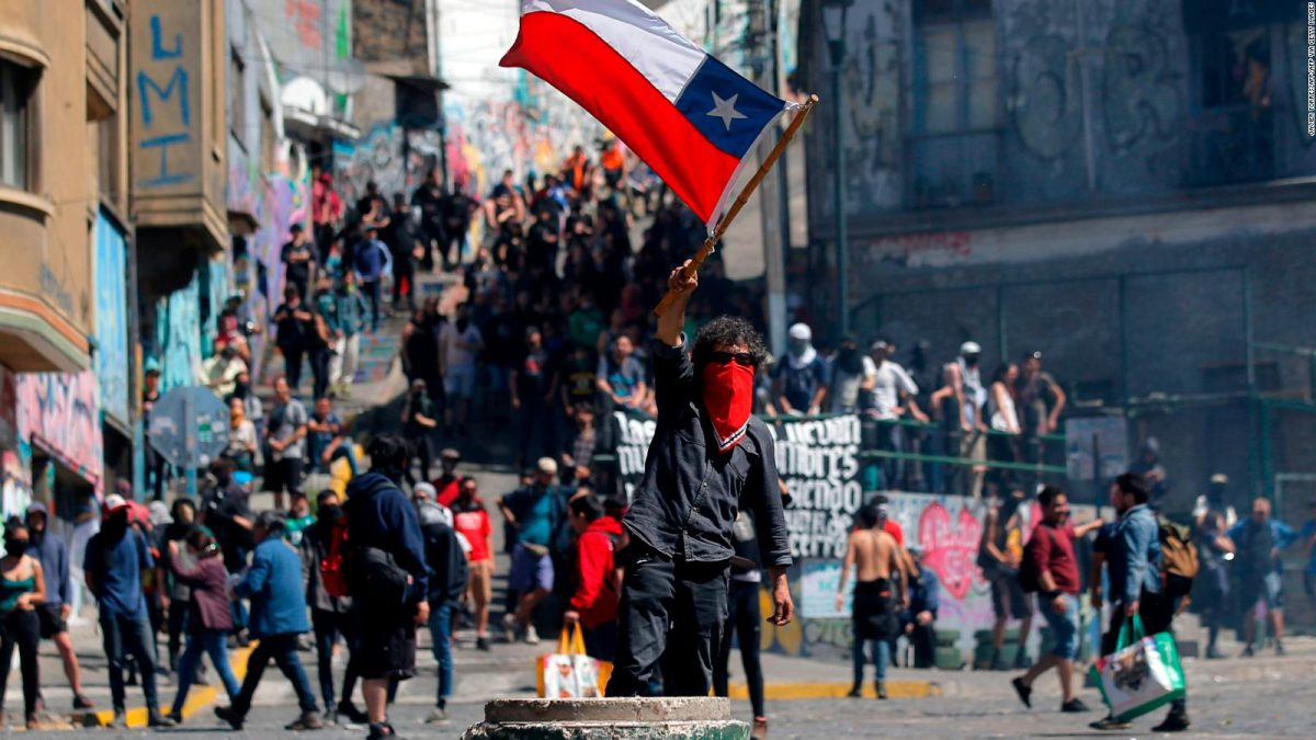 """Protests against Chile """"width ="""" 1200 """"height ="""" 675 """"srcset ="""" https://www.spieltimes.com/wp-content/uploads/2019/10/chile2.jpg 1200w, https: //www.spieltimes .com /wp-content/uploads/2019/10/chile2-300x169.jpg 300w, https://www.spieltimes.com/wp-content/uploads/2019/10/chile2-768x432.jpg 768w, https: / / www .spieltimes.com / wp-content / uploads / 2019/10 / chile2-1024x576.jpg 1024w, https://www.spieltimes.com/wp-content/uploads/2019/10/chile2-696x392.jpg 696w , https://www.spieltimes.com/wp-content/uploads/2019/10/chile2-1068x601.jpg 1068w, https://www.spieltimes.com/wp-content/uploads/2019/10/chile2- 747x420. jpg 747w """"sizes ="""" (maximum width: 1200px) 100vw, 1200px"""